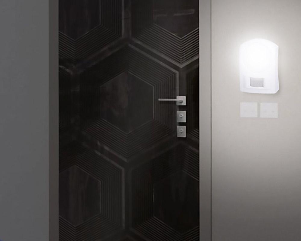Luce Notturna Mini Lampada Sicurezza Notte Con Sensore Movimento 8LED a Batteria. jpg